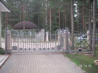 Откатные ворота с зашивкой ковкой